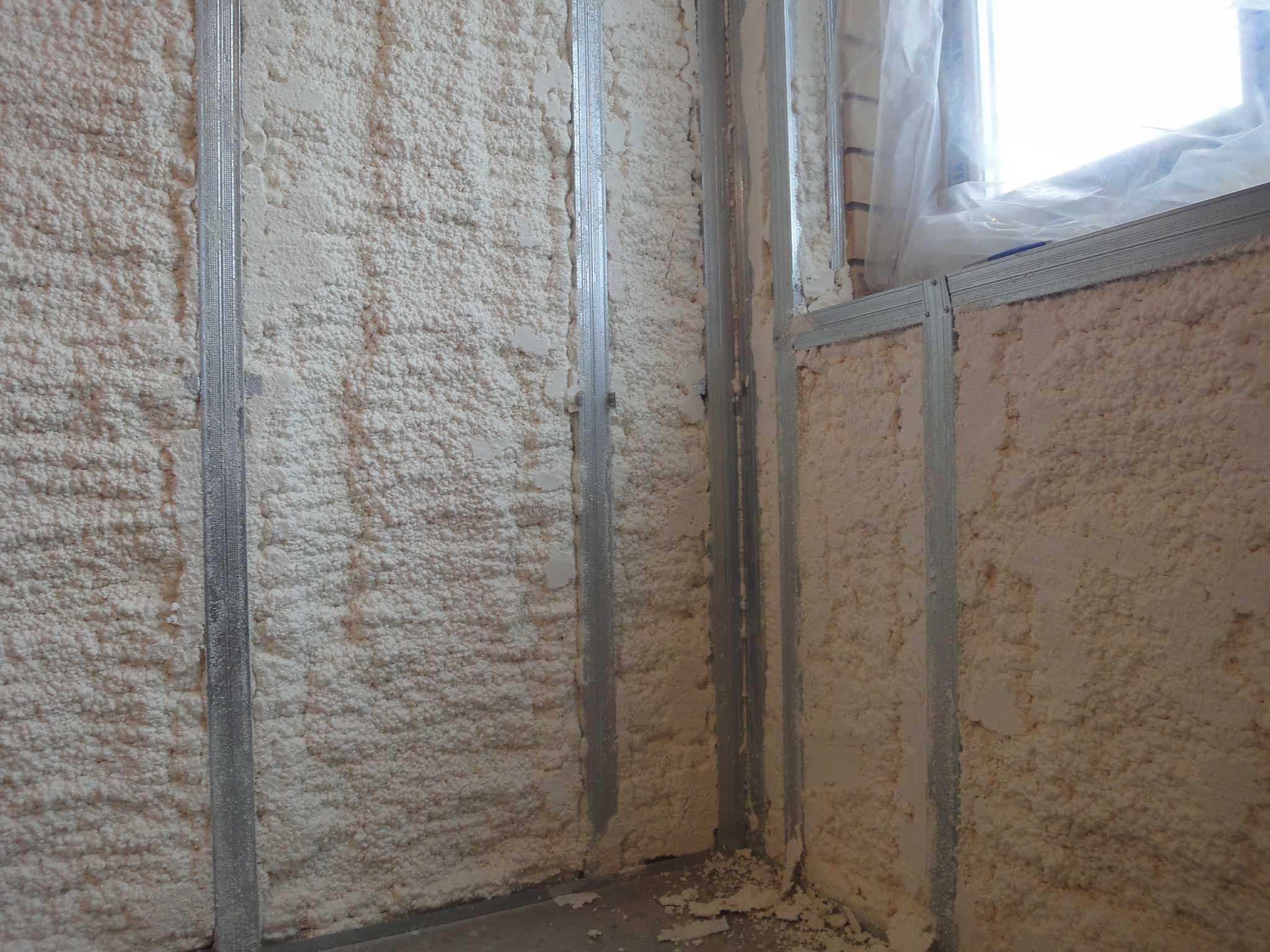 Способы и материалы при утеплении стен балкона или лоджии.